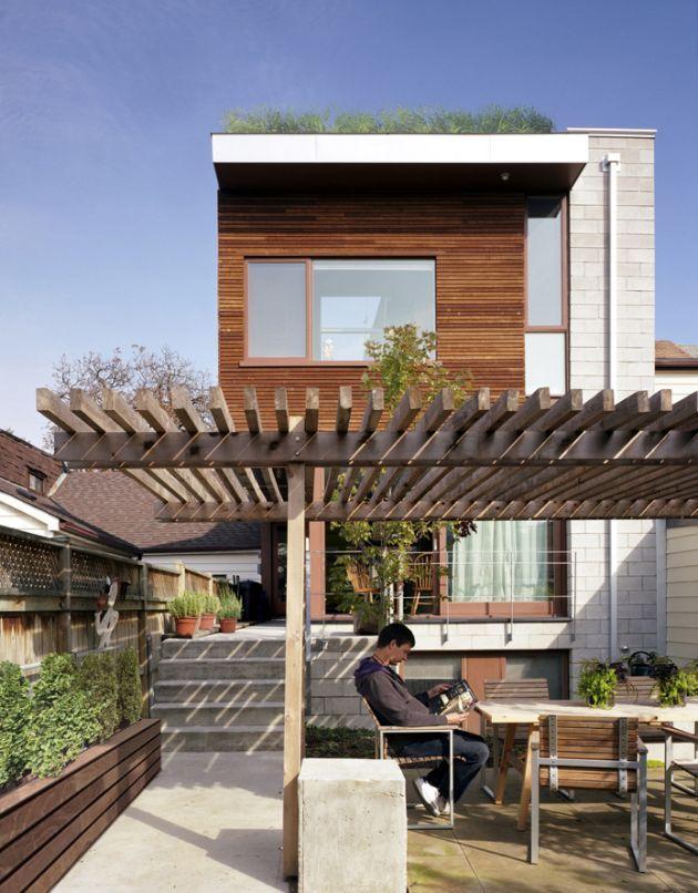 Inspiration bois façade + toit végétalisé + terrasse avec ombrage