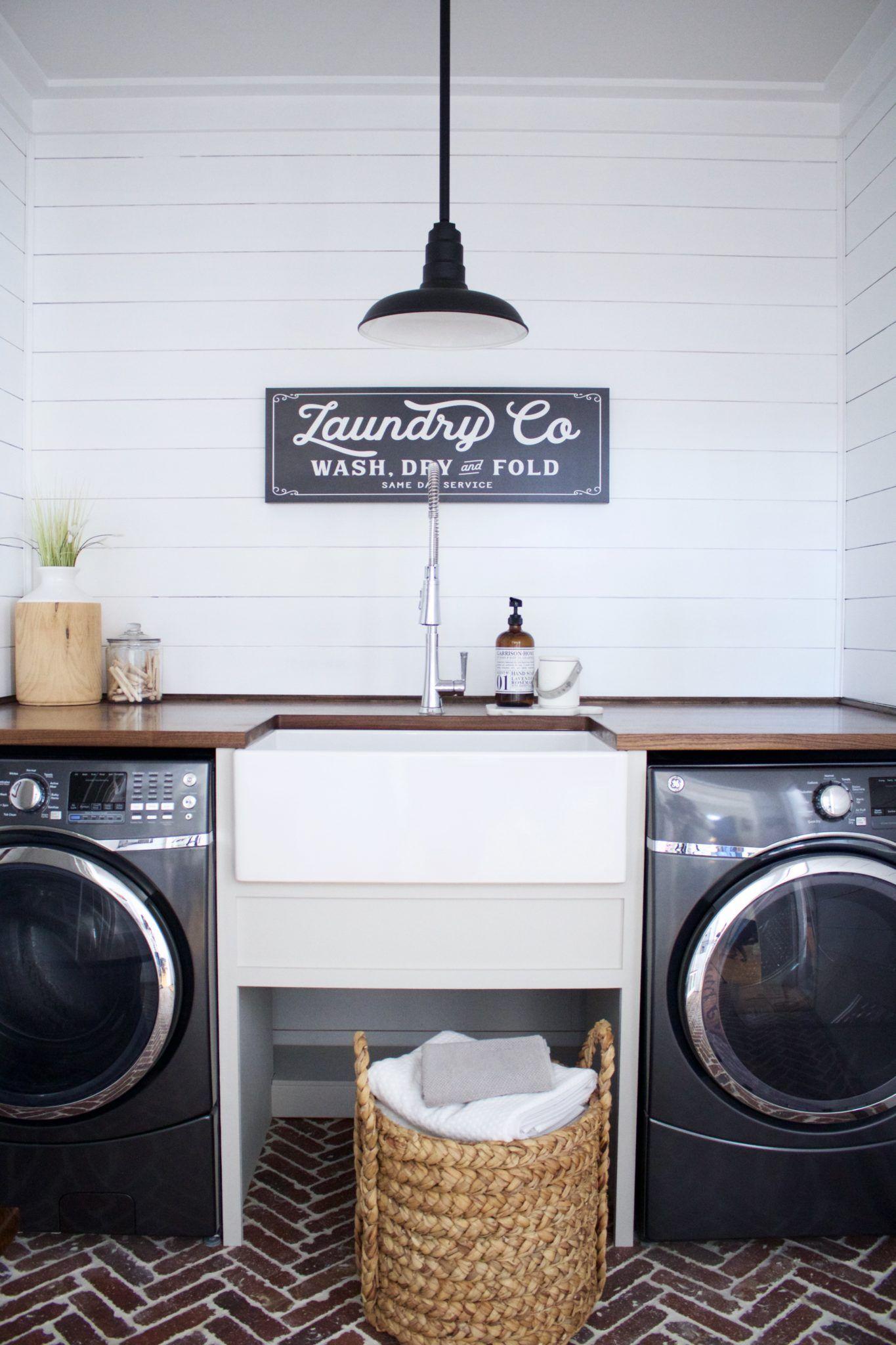 Farmhouse Style Laundry Room With Sinkology Bradstreet Ii Fireclay Farmhouse
