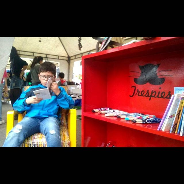 Lector en Trespies  #trespies #reading #books #librosdetriunfoarciniegas