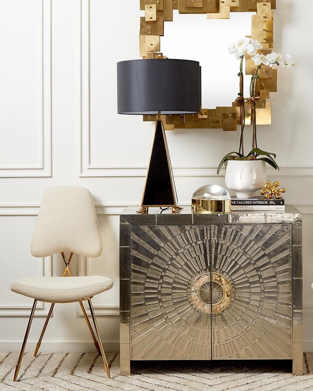 Golden Glam ✨! Johnathan Adler has done it again! #gold #glamourous #entrywaydecor #humpday🐫 #Re Panoly @jonathanadler