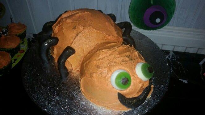 Halloween spooky spider cake