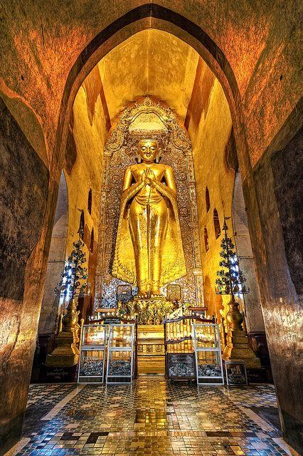 Ananda Temple. Bagan Myanmar | Myanmar: La Tierra Dorada | Vacaciones en el campo redefinición de viaje