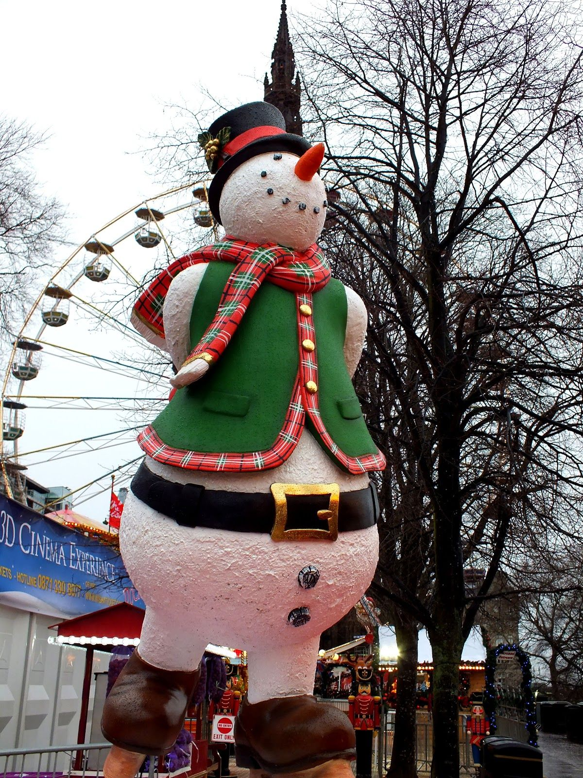 #snowman #Edinburgh | Holiday decor, Novelty christmas ...