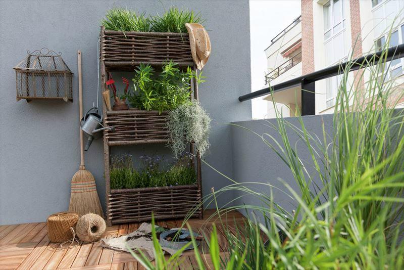 Jardini re 3 tages en noisetier jany france disponible chez leroy merlin am nagement for Jardiniere en bois pour potager