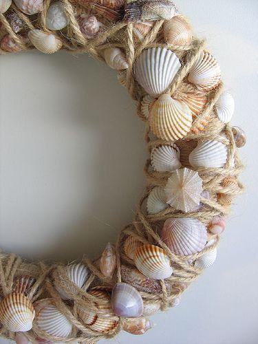 Sn ckkrans 1a seashell wreath seashell wreath shell for Seashell wreath craft ideas