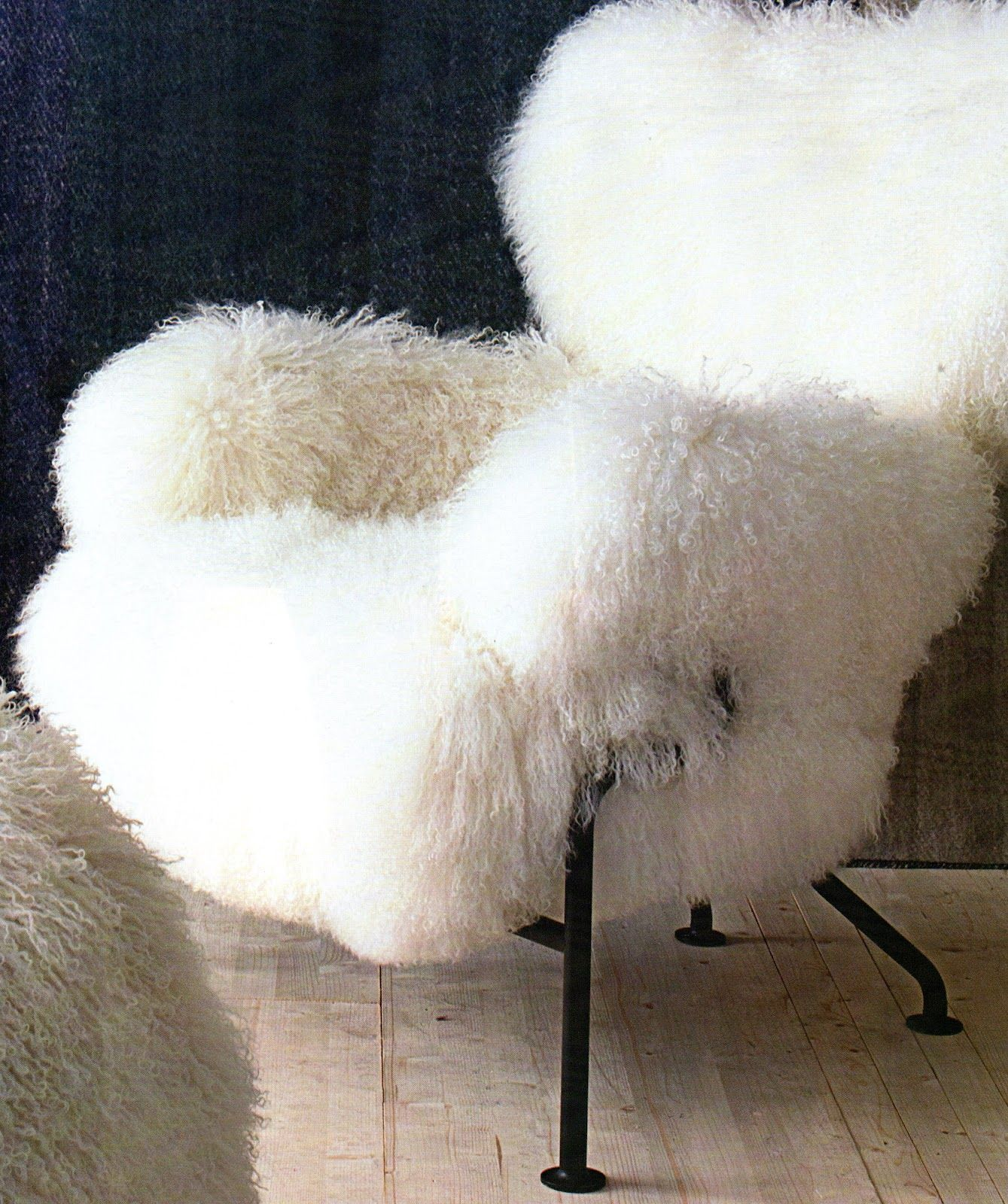 fauteuil poil de ch vre tapisserie poils fausses peaux et rev tements sp ciaux. Black Bedroom Furniture Sets. Home Design Ideas