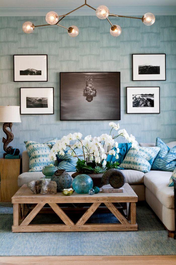 Gemütliches-Wohnzimmer-Futuristische-Elemente-Kronleuchter