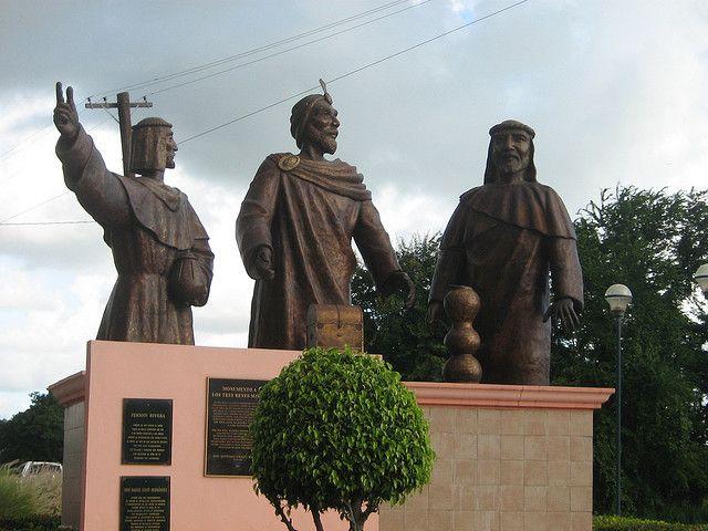 Los Tres Reyes Statue, Juana Díaz, Puerto Rico | Three wise men, Juana  diaz, Statue