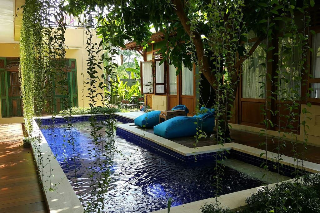Bali Airbnb Villa In Sanur Indonesia The Joglo View Villa Has 2 Ac Rooms With Tv Cable Queen Size Beds And Ensuite Bathr Beautiful Pools Villa Outdoor Bed