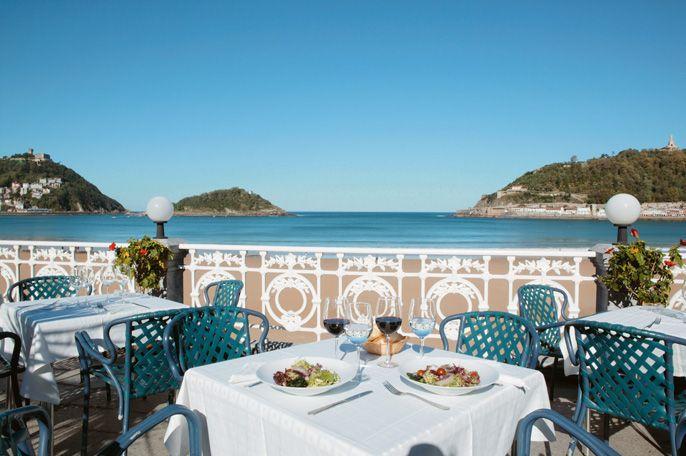 salvar digestión Contrato  Restaurante La Perla. With views of the bay. Contemporary cuisine based on  traditional products. #SanSebastian #Restaura… | San sebastian, San  sebastian spain, San