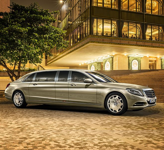 To this day the Pullman series remains as convincing as it has always been: the Mercedes-Maybach S 600 Pullman.