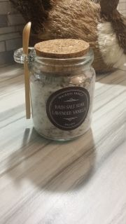 Epsom, Black lava and Pink Himalayan salt blend with lavender and vanilla essential oils. This luxurious blend is great for a detox or relaxing bath brine.