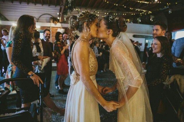 Awwwww Lesbian Bride Lesbian Wedding Photography I Love Girls