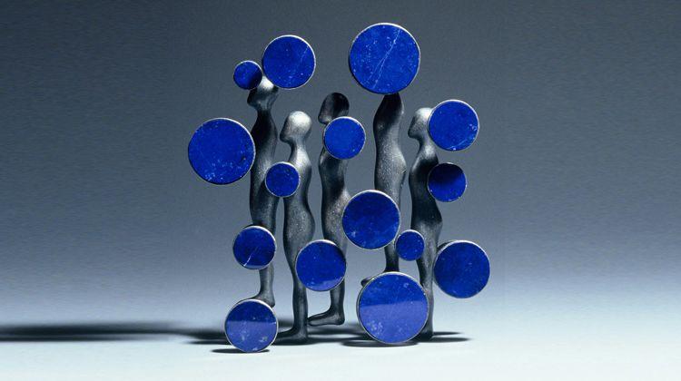 Jung-Hoo Kim. Brooch: Raindrops. Silver, lapis lazuli.