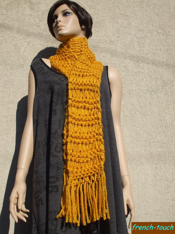 e68775332526 Écharpe longue jaune ocre tricotée main.Grande écharpe accessoire de mode  hiver en laine pour femme écharpe ado fille cadeau femme modefemme