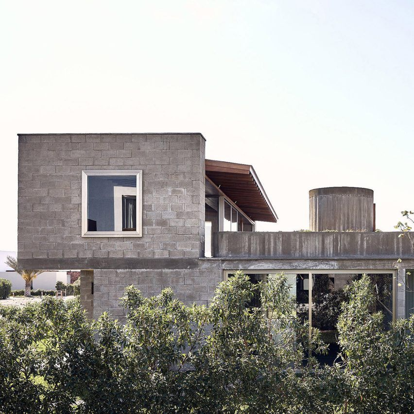 Textile House In Peru By Ghezzi Novak Has Concrete Walls Informed By Woven Fibres In 2020 Residential Design Concrete House Concrete