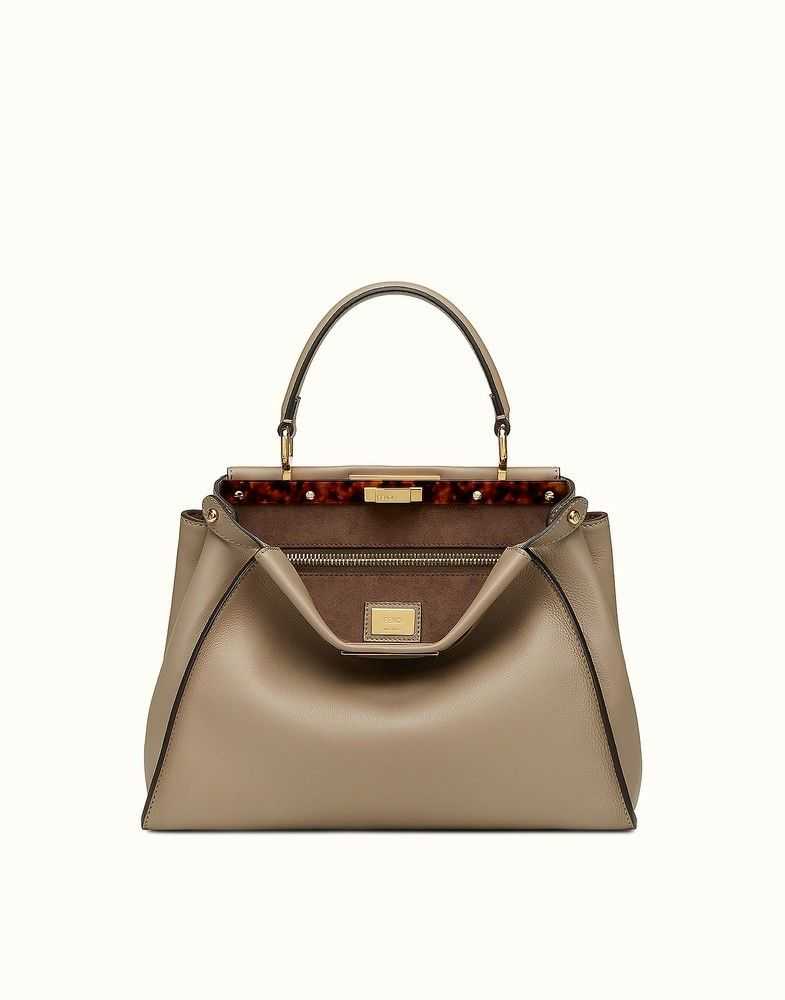 d7d28efc5a42f so so beautiful! Peek a boo | Fendi | Bags | Leather handbags, Fendi ...