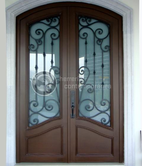 Puertas en forja con acabado de madera buscar con google muebles pinterest doors front - Puertas herreria ...