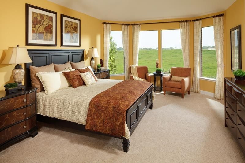 24 Stylish Master Bedrooms With Carpet: http://www.homeepiphany.com/24-stylish-master-bedrooms-with-carpet/