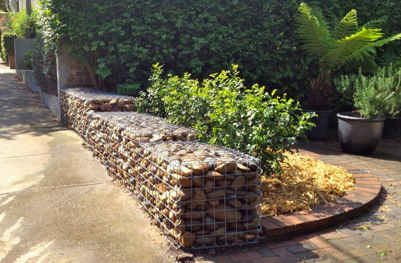 Gabion wall with welded gal. mesh filled with river gravel