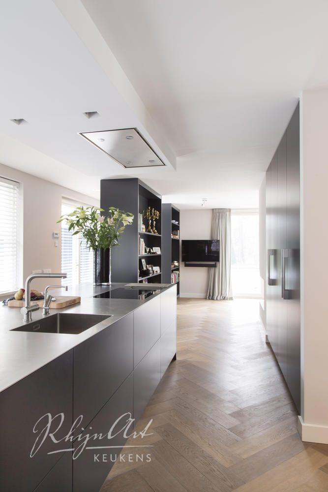 Prachtige visgraat houten vloer in de keuken de witte for Keuken op houten vloer