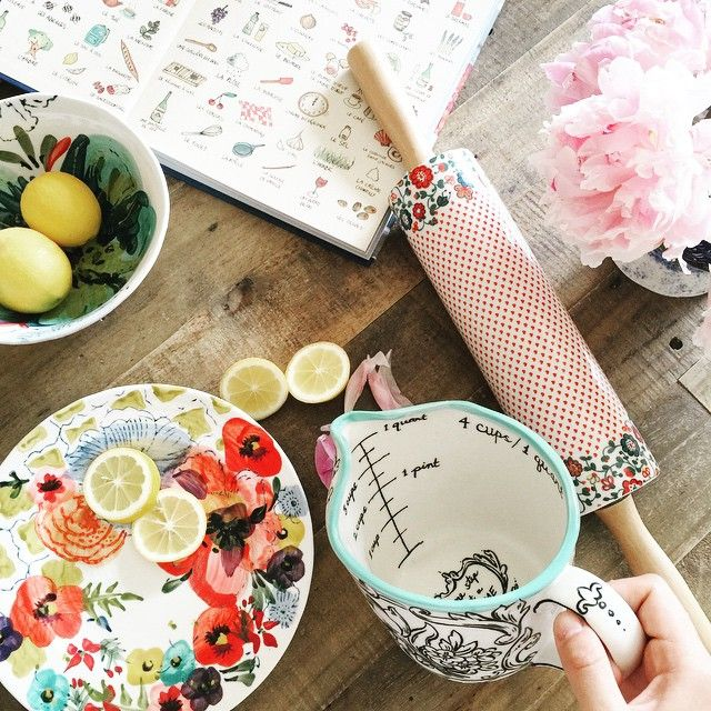 Messy Cups Plates: Storybook Flora Measuring Cup