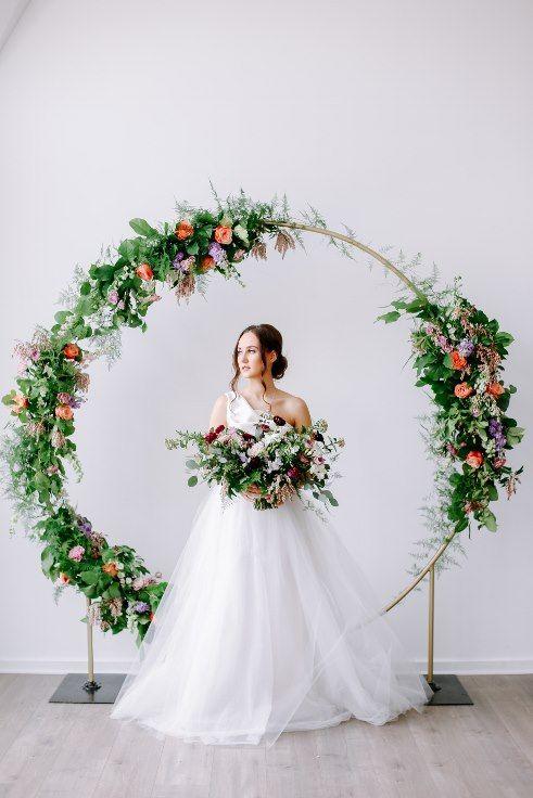Sophisticated Fl Designs Portland Oregon Wedding Florist Hoop Round Arbor Moon Gate Arch 16 Jpg Circle Fleurs Pinterest Hoops