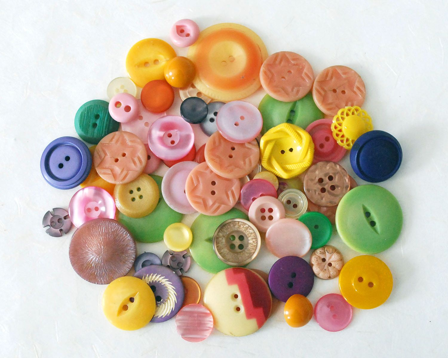 """25 1//4/"""" Tiny Round Cream Craft Doll Sewing Buttons"""