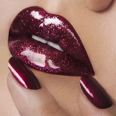 'Black Metal Dahlia' OCC Lip Tar lined with 'Sybil' OCC Pencil plus 'Pink' OCC Glitter mixed with 'Dekadent' Stained Gloss! On Nails: 'Black Metal Dahlia' OCC Nail Lacquer.