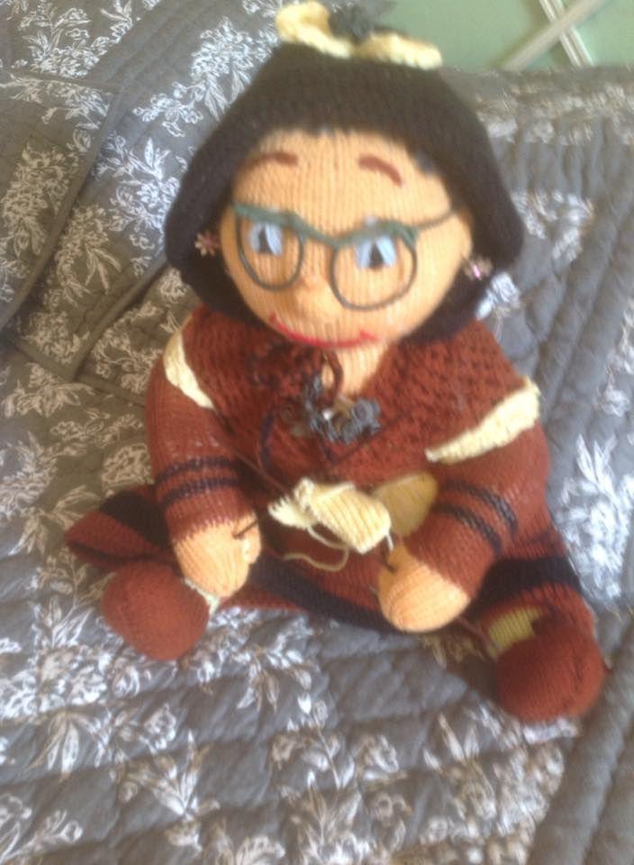 mamie tricote fait aux aiguilles | Animaux, Disney, Tricot