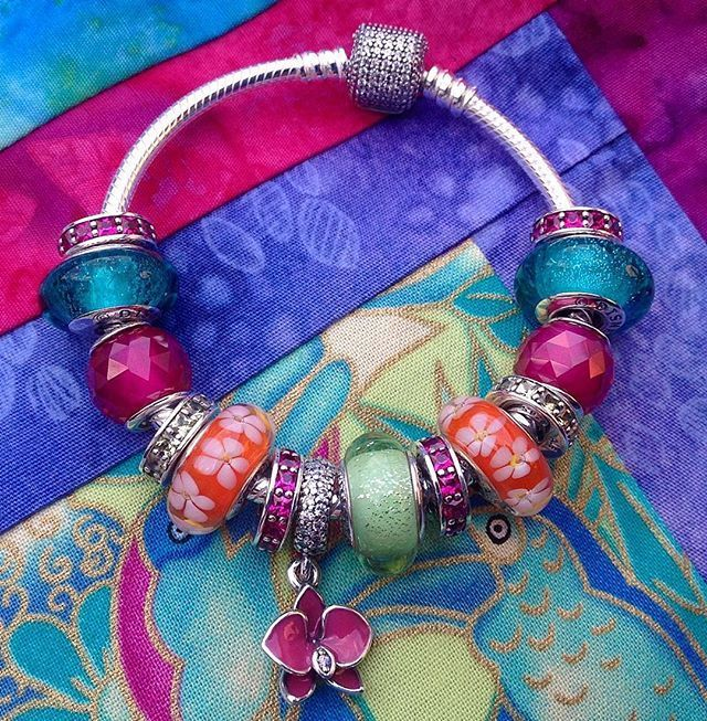 Tendance Bracelets Instagram photo by Sarah Jan 30 2016 at 2:27pm UTC Tendance & idée Bracelets 2016/2017 Description Tropical trip in the imagination only! Pandoras glorious intense glass and crystal beads are taking me on that trip today. #pandora #bracelet #tropical #orchid #frangipani #parrots Did I just drop a huge hint about a new charm? #yes #parrot #jasmine #disney #colour #pink #quilt #love #bradshaws1895