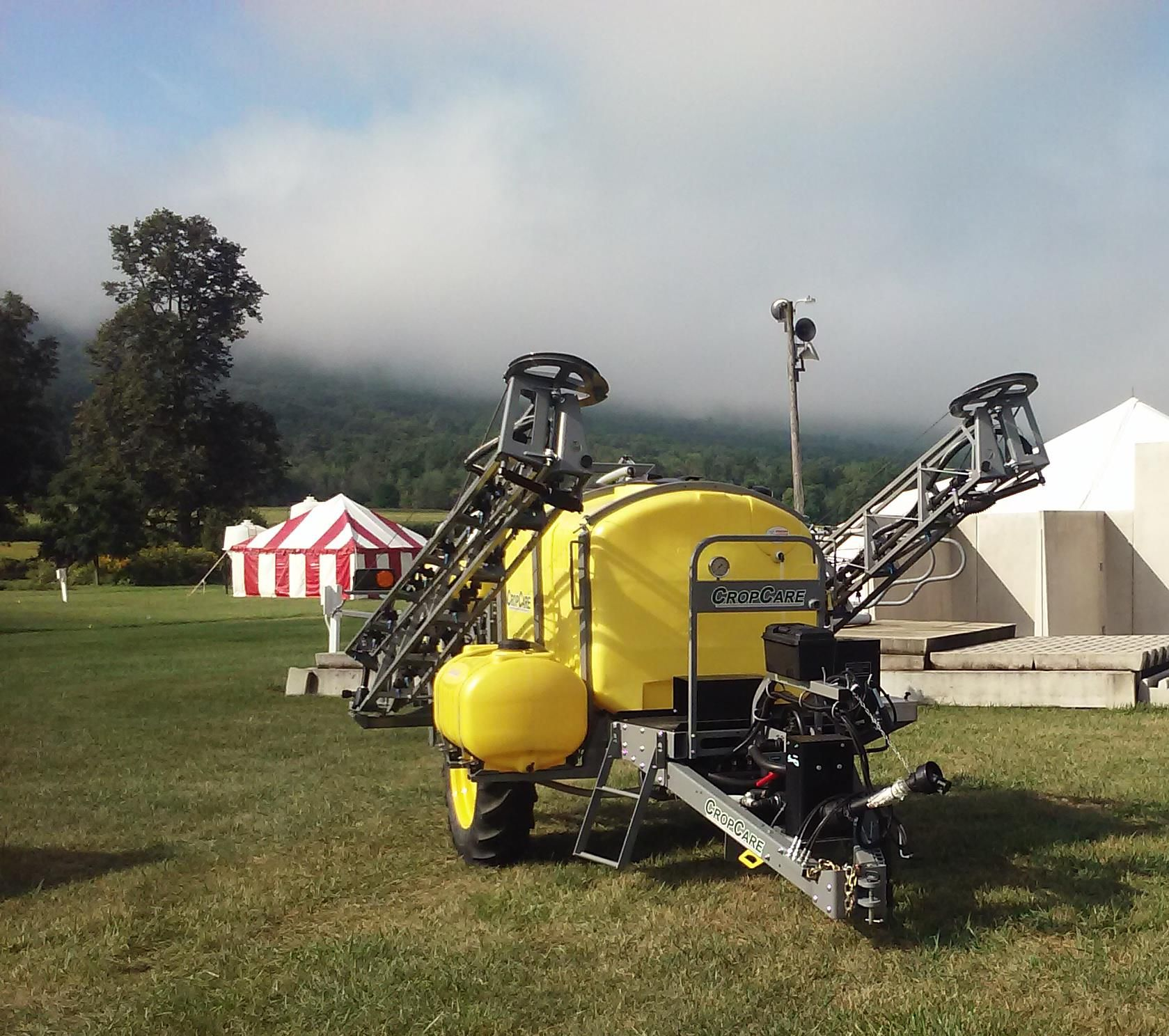 Cropcare 750 Gallon Trailer Sprayer W 60 Air Ride Hydraulic Front Fold Boom Air Ride Sprayers Farm Equipment