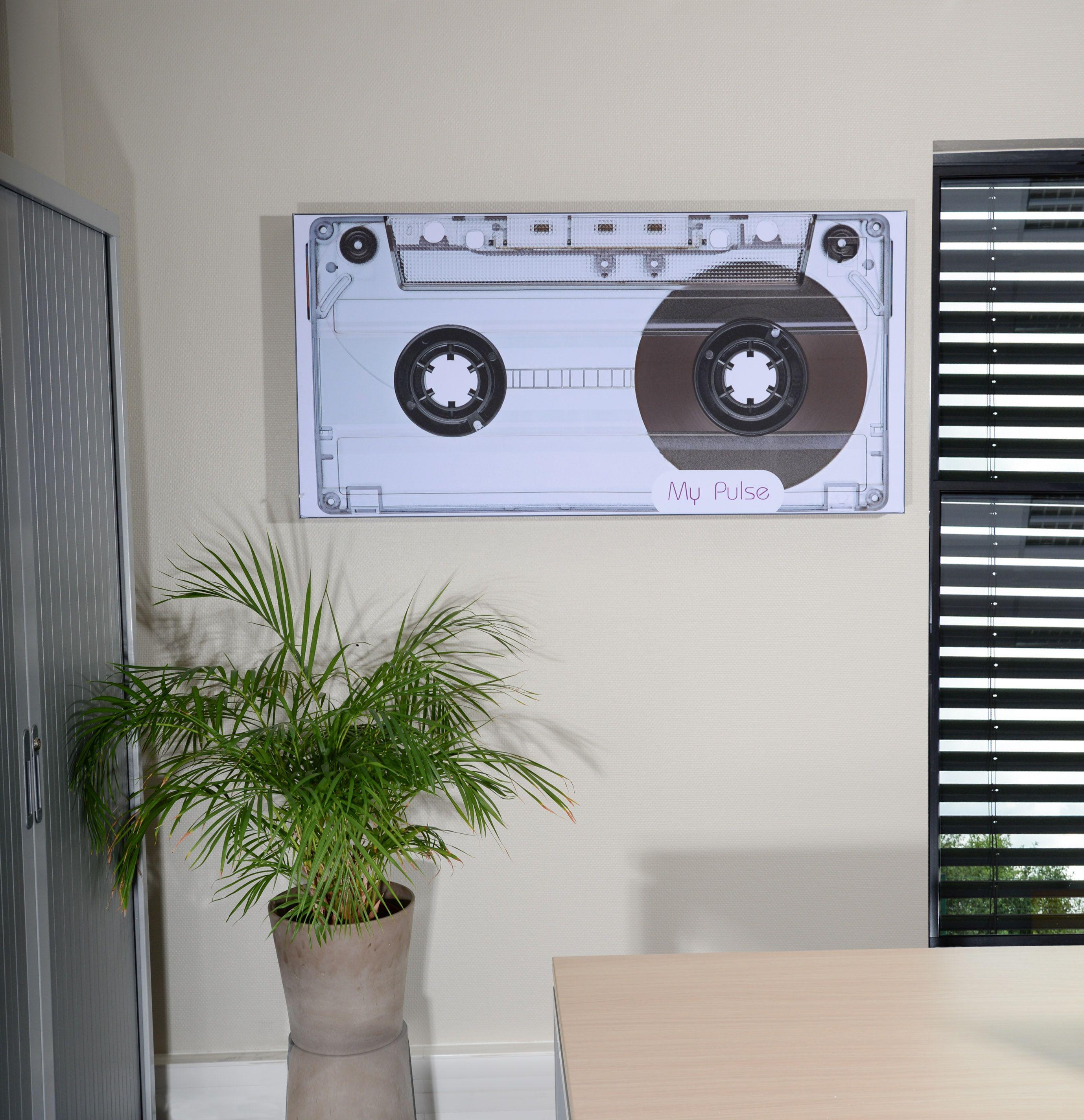 cadre mural avec enceinte int gr e cadre personnalisable avec sa toile tendue disposant d une. Black Bedroom Furniture Sets. Home Design Ideas