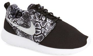Autorización escalar Hola  ShopStyle | Womens sneakers, Print sneakers, Nike roshe run