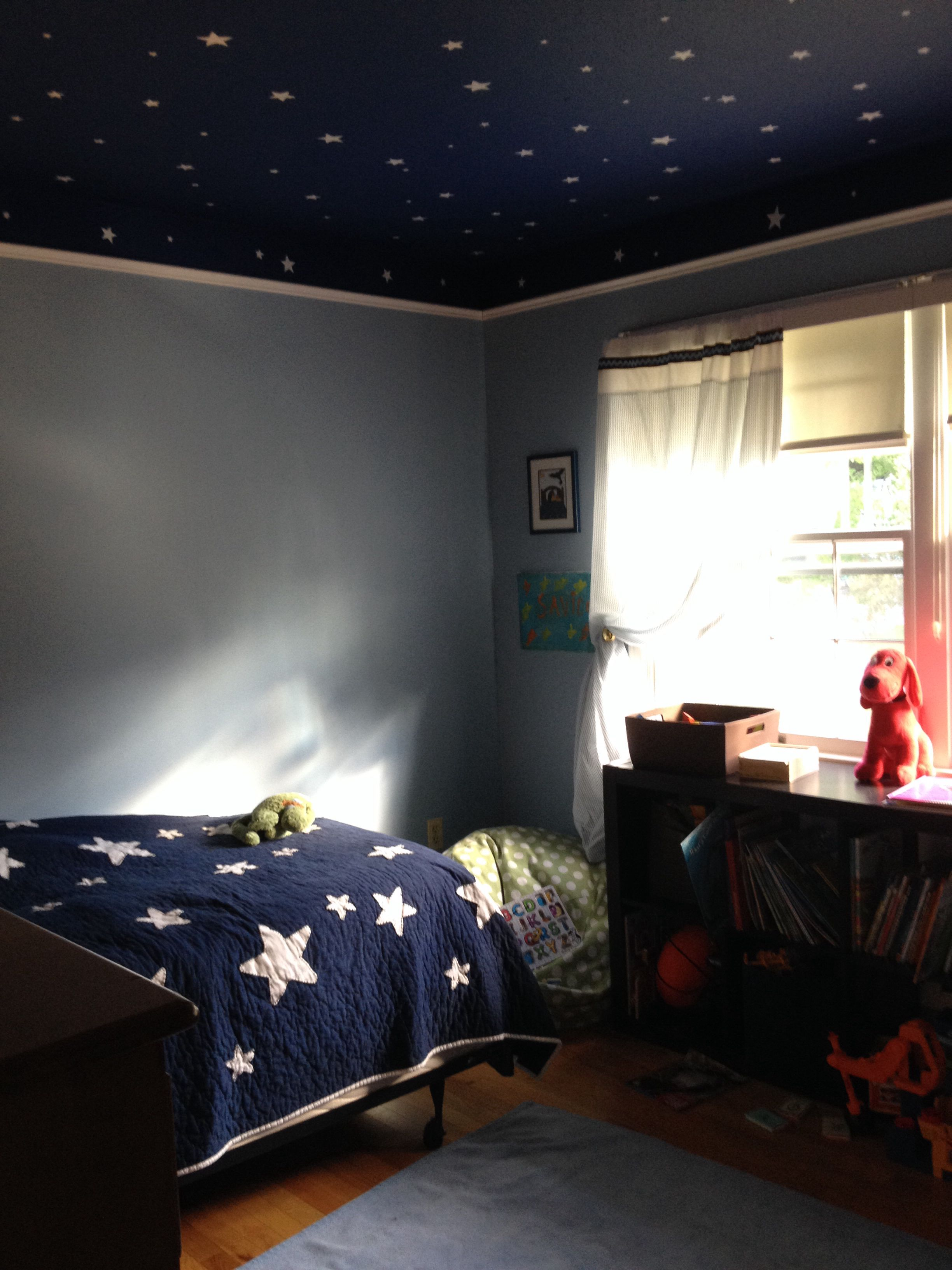 4 year old space room i love the walls and ceiling for Outer space decor ideas