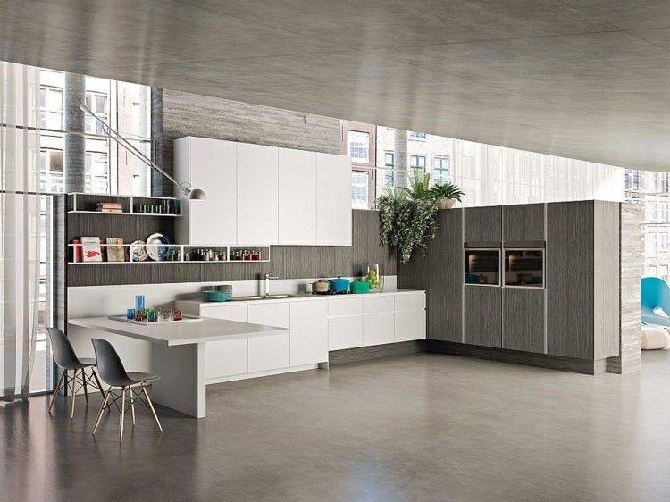 Moderne weiße Küche mit Essplatz und Hochglanz-Fronten ...