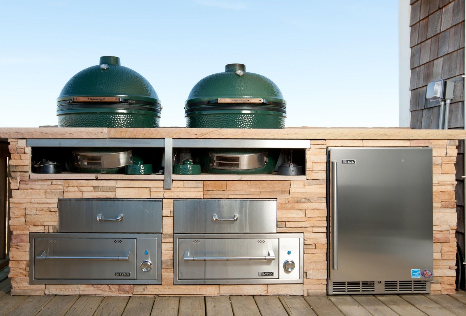 Pin By Alicia Spellman On Outdoor Cooking Big Green Egg Pizza Green Egg Pizza Big Green Egg Outdoor Kitchen