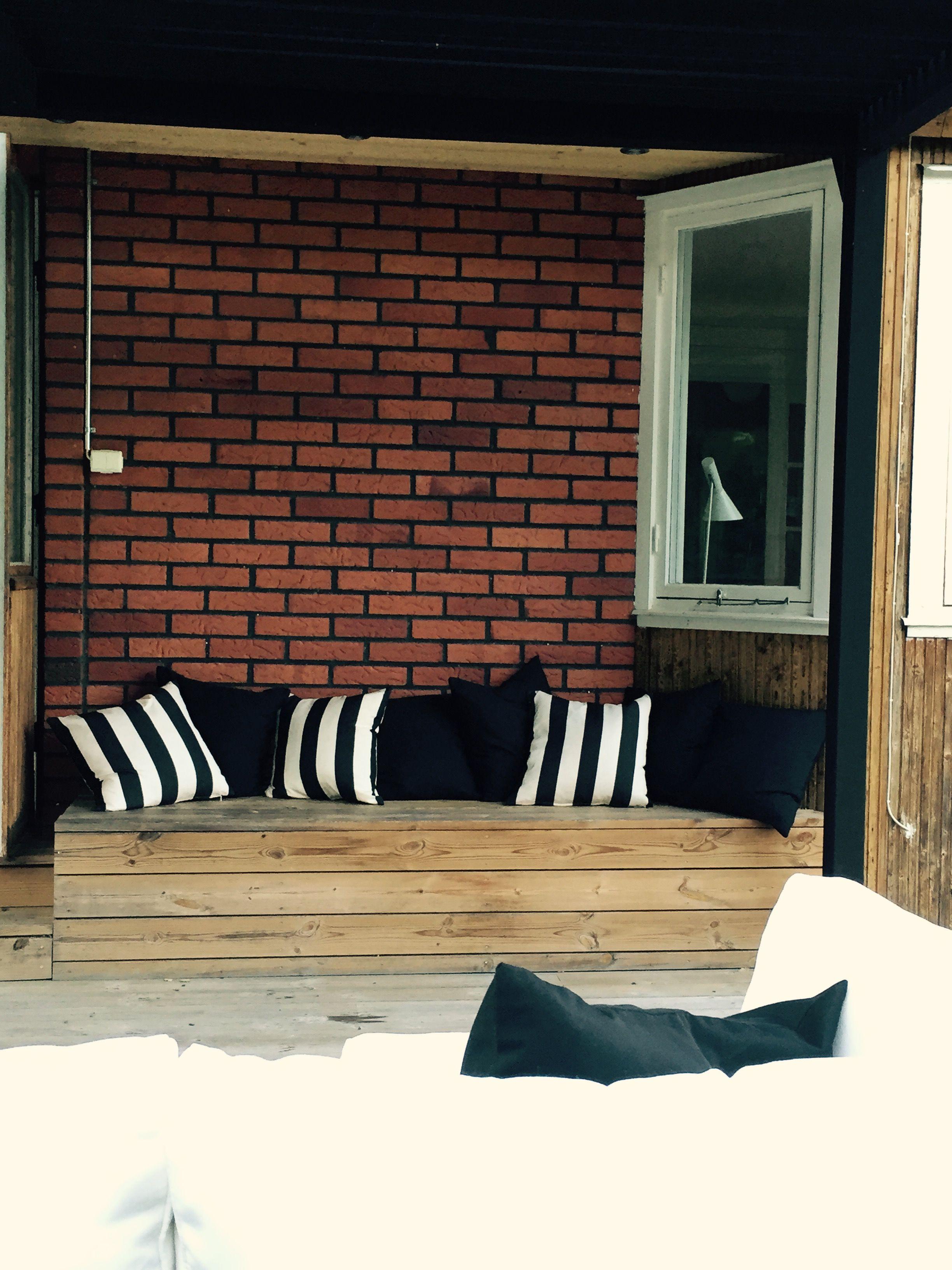 Väggfast Bänk Med Plats För Förvaring Min Trädgård Pinterest Utomhus