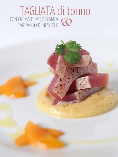 Tagliata di tonno con crema di miso bianca e carpaccio di nespole