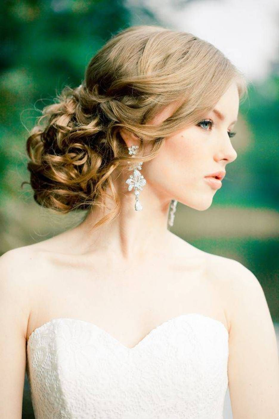 Hairstyles For Strapless Dresses : hairstyles, strapless, dresses, Renee, Bridal, Unique, Wedding, Hairstyles,, Bride, Romantic, Hairstyles