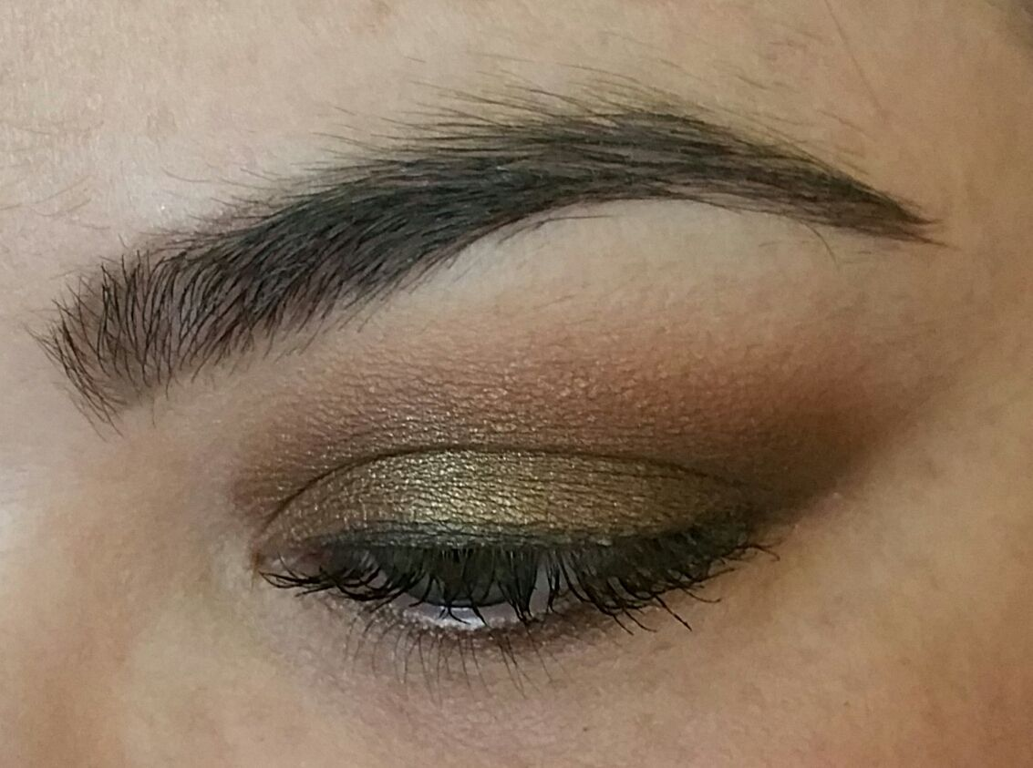 Urban Decay Smog on mobile lid, NYX Dance The Tides in crease, MAC Soft Brown for transition, Inglot 353 on brow bone