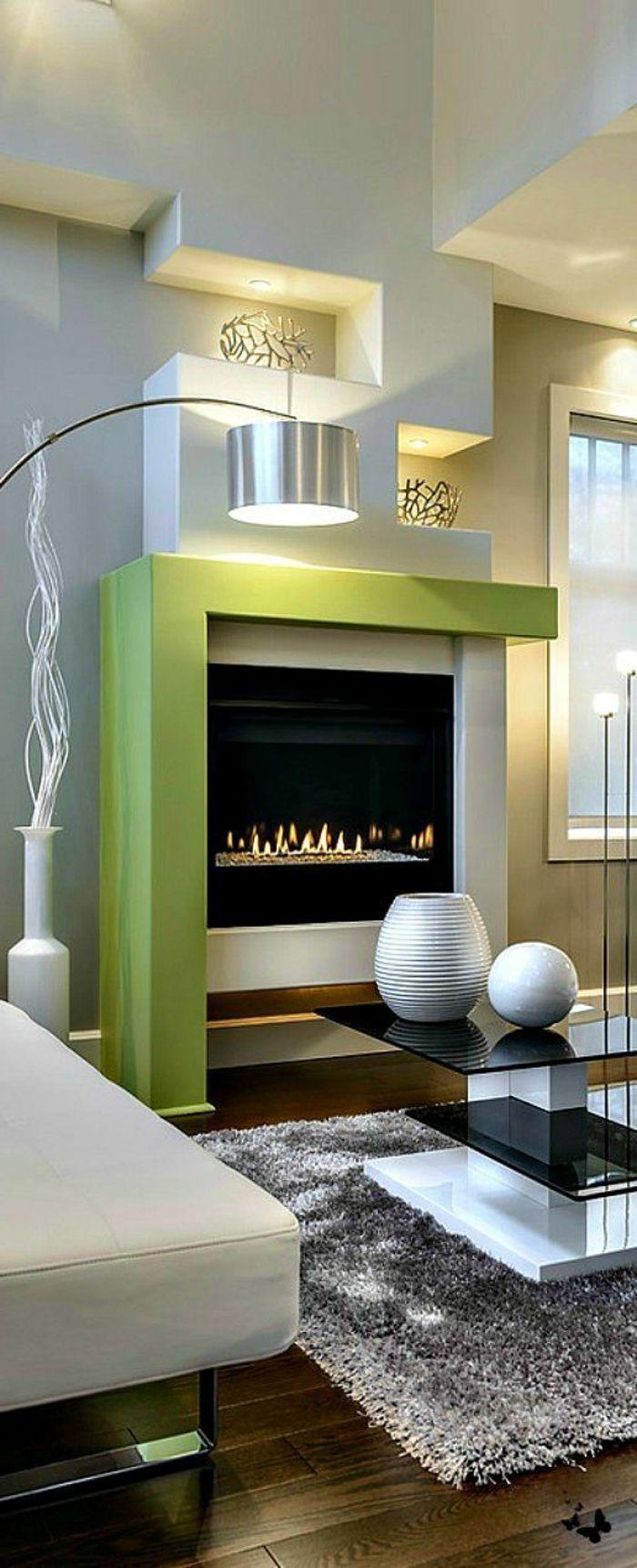 Kamin Design Wohnzimmer Grauer Teppich Grne Akzente Geometrischer Kaminzins