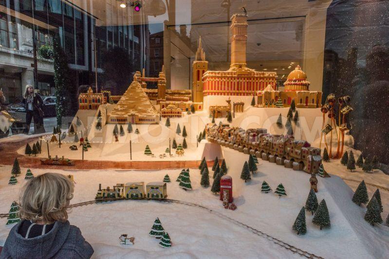 100+ Christmas Window Display Ideas - Part #1 Christmas window