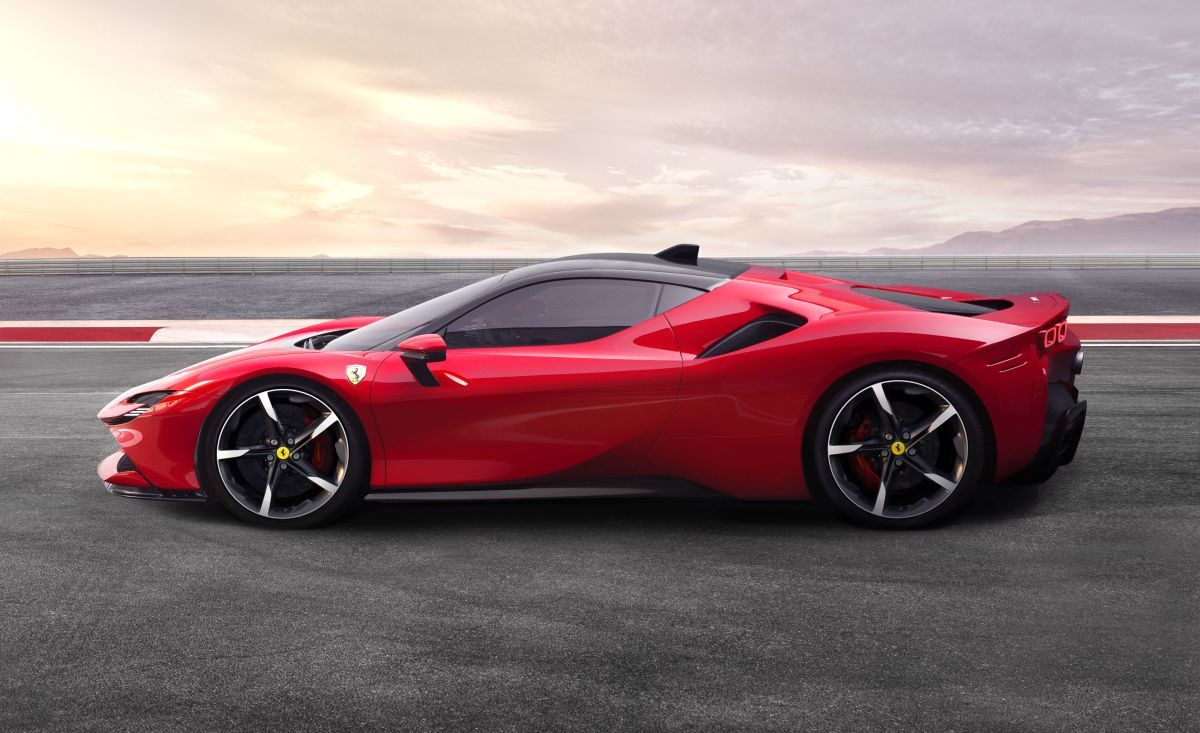 Ferrari S First Hybrid Supercar Has Nearly 1 000 Horsepower Sports Cars Ferrari Hybrid Car Sports Car
