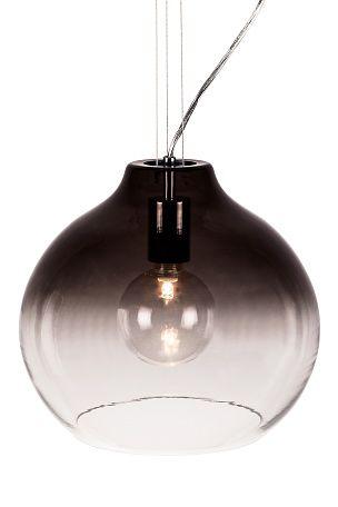 Carlton-kattovalaisin lasia, jossa kauniita sävyvaihteluita. Krominväriset metallidetaljit. Kolme vaijeria, joilla valaisimen saa kohdistettua tarkasti. Halkaisija 36 cm. Korkeus 26 cm. Lampunkanta E27. Enintään 60 W. Lamppu ei ole mukana, suositellaan kirkasta Halolux E140 -lamppua. Design: Patrick Hall. <br><br>