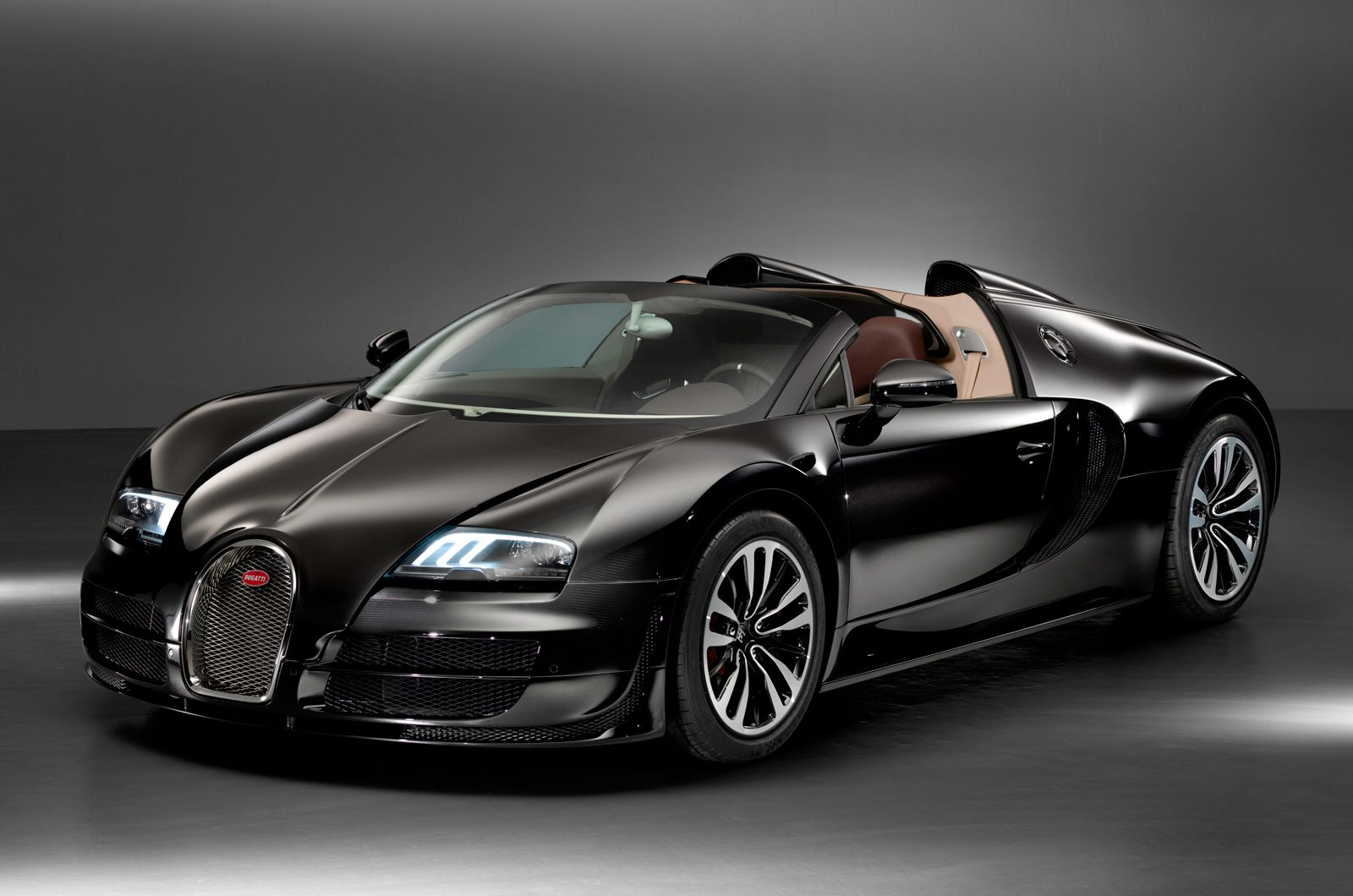 best 25 bugatti veyron chiron ideas on pinterest. Black Bedroom Furniture Sets. Home Design Ideas