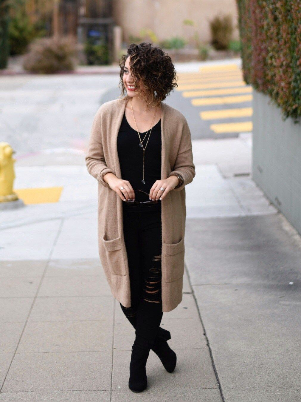 Black jeans, long tan cardigan, black tee and ankle boots. | Day ...