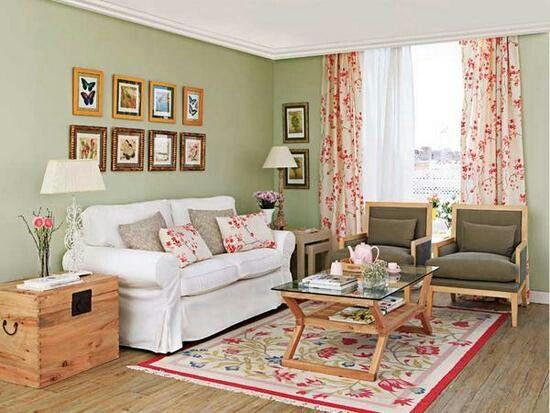 Salon verde sofa color blanco y dos sillones verde for Decoracion hogar verde