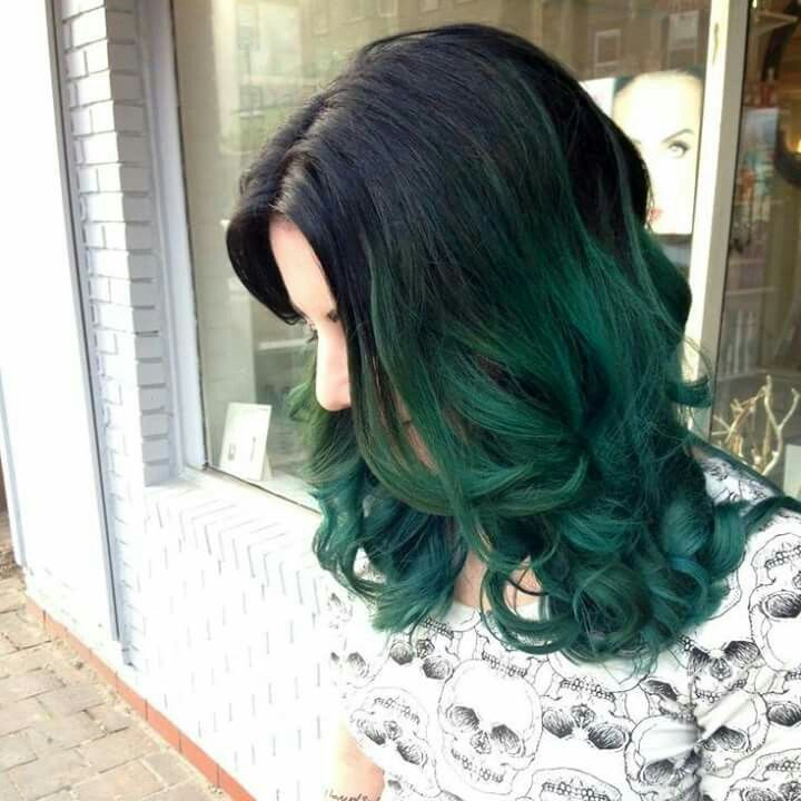 gorgeous black to green ombre hair. ❤❤❤