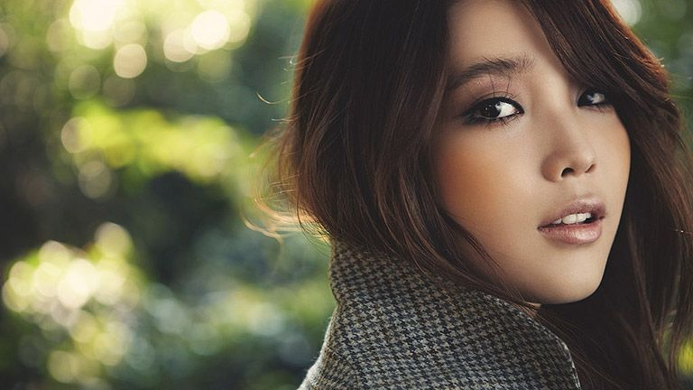 The flawless skin of Korean women has been considered as the beauty standard of many people in the world.The Korean skin care routine is very individual.